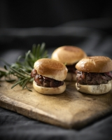 Mini burger sliders w caramelised onion jam